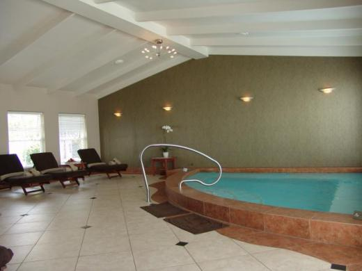 Indoor Pool at the Erivnale Estate Hotel | © Cape Town Hotels .co.za