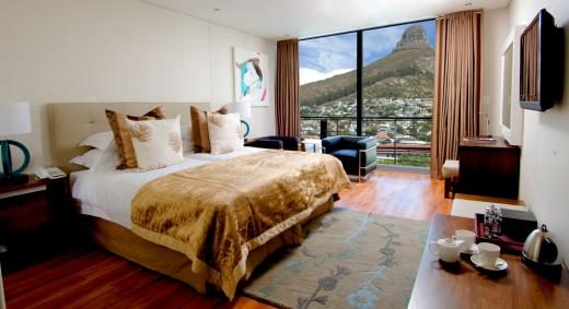 Superior Room at the New Kings Hotel in Sea Point with amazing Lions Head View | © Cape Town Hotels .co.za